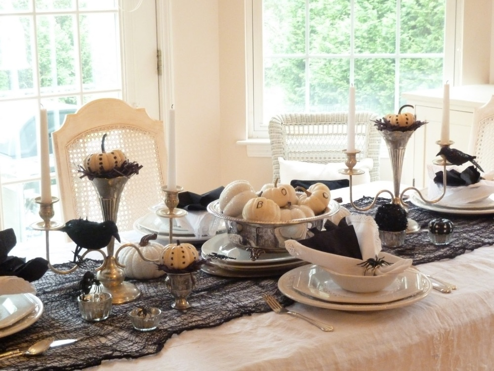Collecting repousse - Interesting tables capes for christmas providing cozy gathering space ...